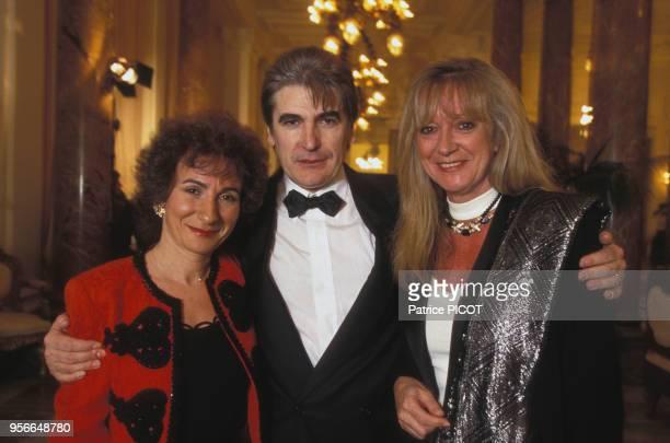 MariePaule Belle Serge Lama et Alice Dona lors du 100ème anniversaire de l'Hotel du Palais à Biarritz en mai 1993 France