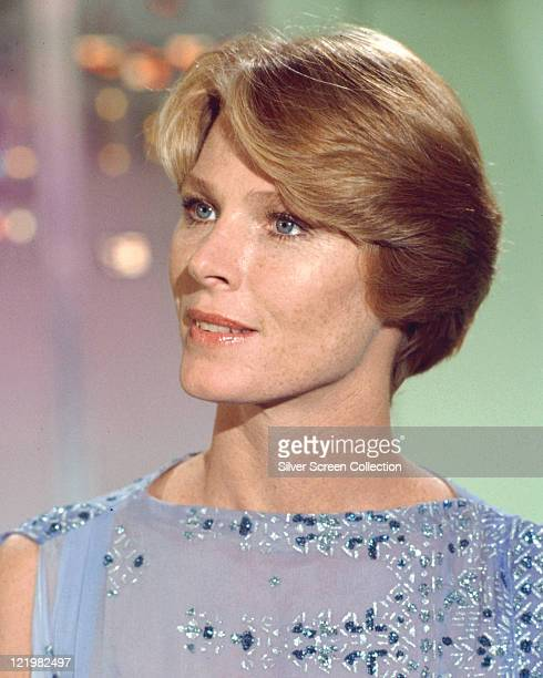 Mariette Hartley US actress wearing a sleeveless blue top embroidered and decorated with sequins circa 1975