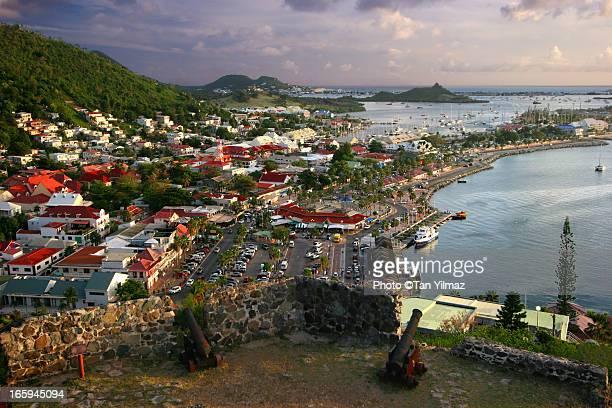 mariglow - sint maarten caraïbisch eiland stockfoto's en -beelden