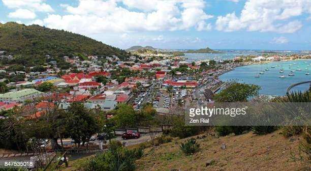 marigot town viewed from fort louis in marigot hill in the french side of saint martin - territórios ultramarinos franceses - fotografias e filmes do acervo