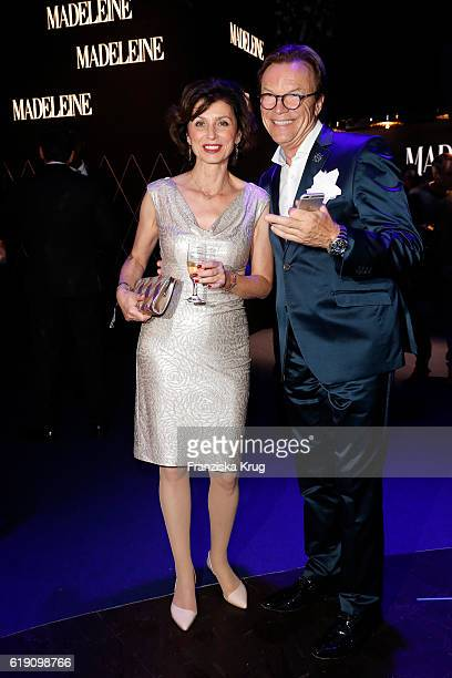 Marijam Agischewa and Wolfgang Lippert attend the Goldene Henne on October 28 2016 in Leipzig Germany