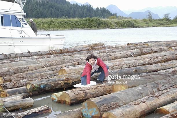 Marijam Agischewa ZDFReihe Traumschiff Folge 50 Episode 3 Eine Mutter ein Sohn und Victor Pitt Maedows Vancouver British Columbia Kanada Floß Floss...