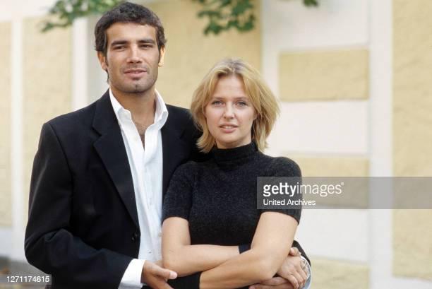 Marijan David Vajda MARCO BONINI Und KATHARINA BÖHM im ZDF-Fernsehfilm: 'Zwischen Liebe und Leidenschaft', 2000. C44043// Überschrift: ZWISCHEN LIEBE...