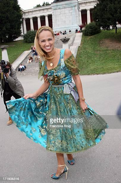 Marijana In Lola Paltinger Bei Regines Damenwiesn Beim Oktoberfest In Der Schützenfesthalle In München