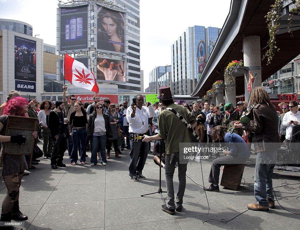 Marihuana Rally en Toronto : Foto de stock