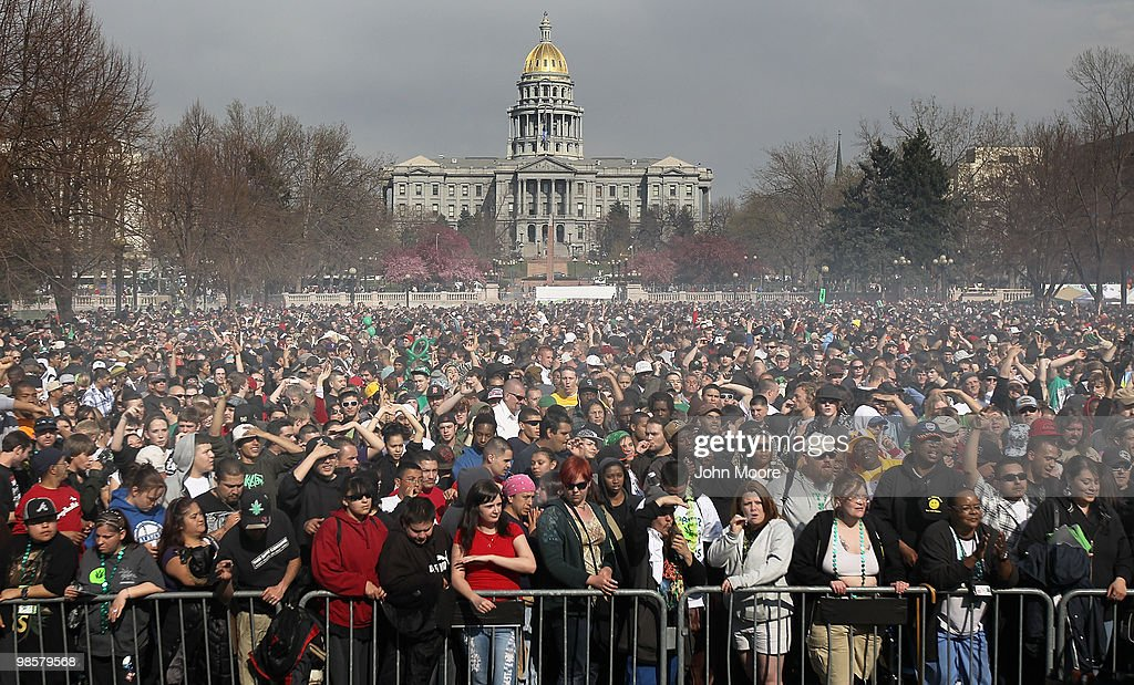 U.S. Marijuana Enthusiasts Gather For Mass Pot-Smoking Celebration : News Photo