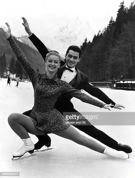 Marika Kilius *Eiskunstläuferin Sportlerin Dmit Partner HansJürgen Bäumler bei einerEislaufstudie 1960