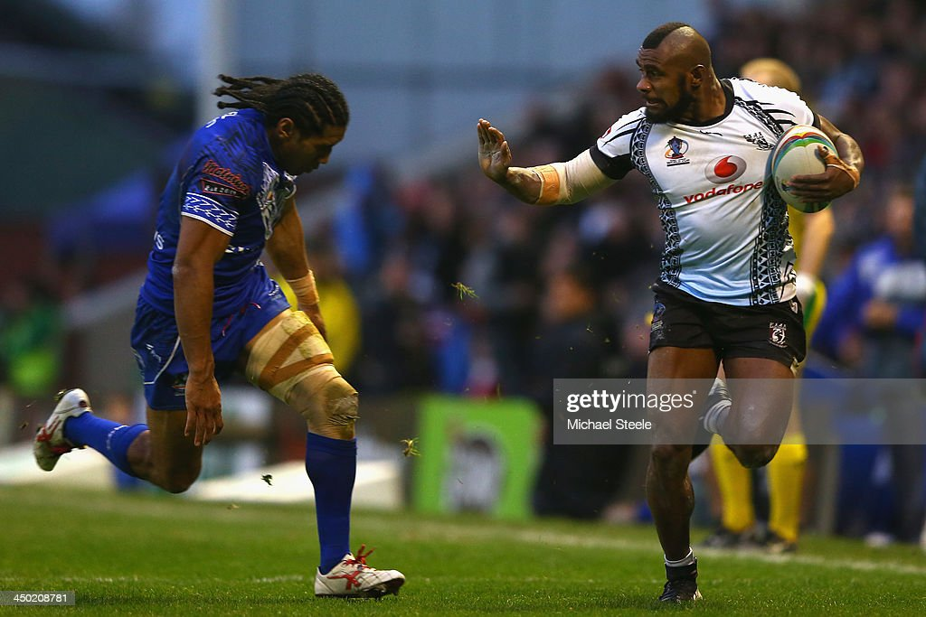 Marika Koroibete (R) of Fiji is tracked by Iosia Soliola (L) of Samoa during the Rugby League World Cup Quarter Final match between Samoa and Fiji at The Halliwell Jones Stadium on November 17, 2013 in Warrington, England.