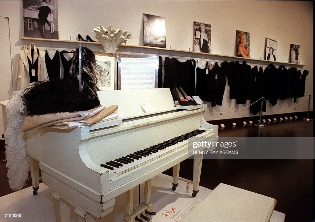 Marily Monroe's white lacquered baby grand piano i : News Photo
