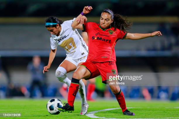 Marilyn Margoth Campa of Pumas fights for the ball with Gabriela Alvarez of Juarez during a match between Pumas and Juarez as part of the Torneo...