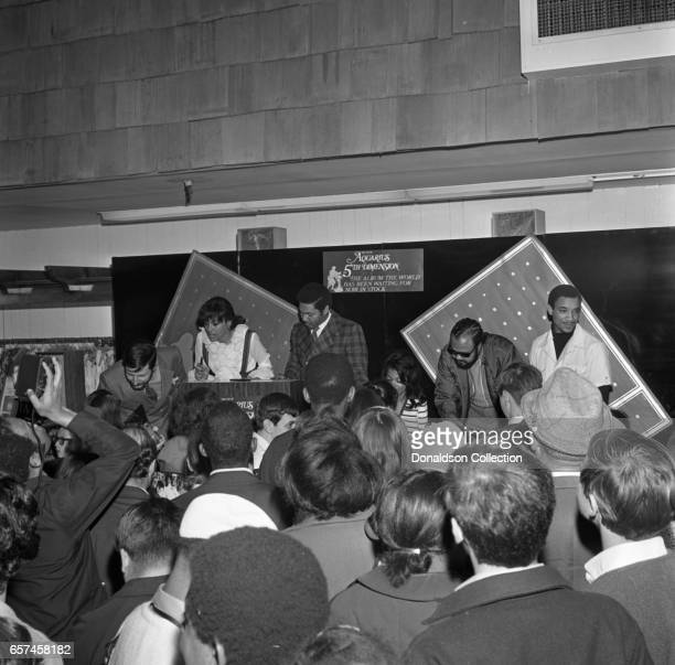 Marilyn McCoo Florence LaRue Billy Davis Jr LaMonte McLemore and Ron Townson of the vocal group 5th Dimension visit Korvettte's Record Store on...