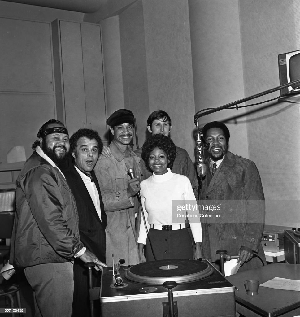 Marilyn McCoo, Florence LaRue, Billy Davis, Jr., LaMonte McLemore, and Ron Townson of the vocal group '5th Dimension' visit radio station WNEW on October 22, 1970 in New York, New York.