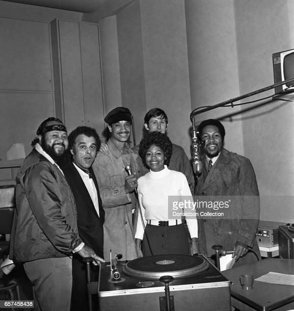 Marilyn McCoo Florence LaRue Billy Davis Jr LaMonte McLemore and Ron Townson of the vocal group 5th Dimension visit radio station WNEW on October 22...