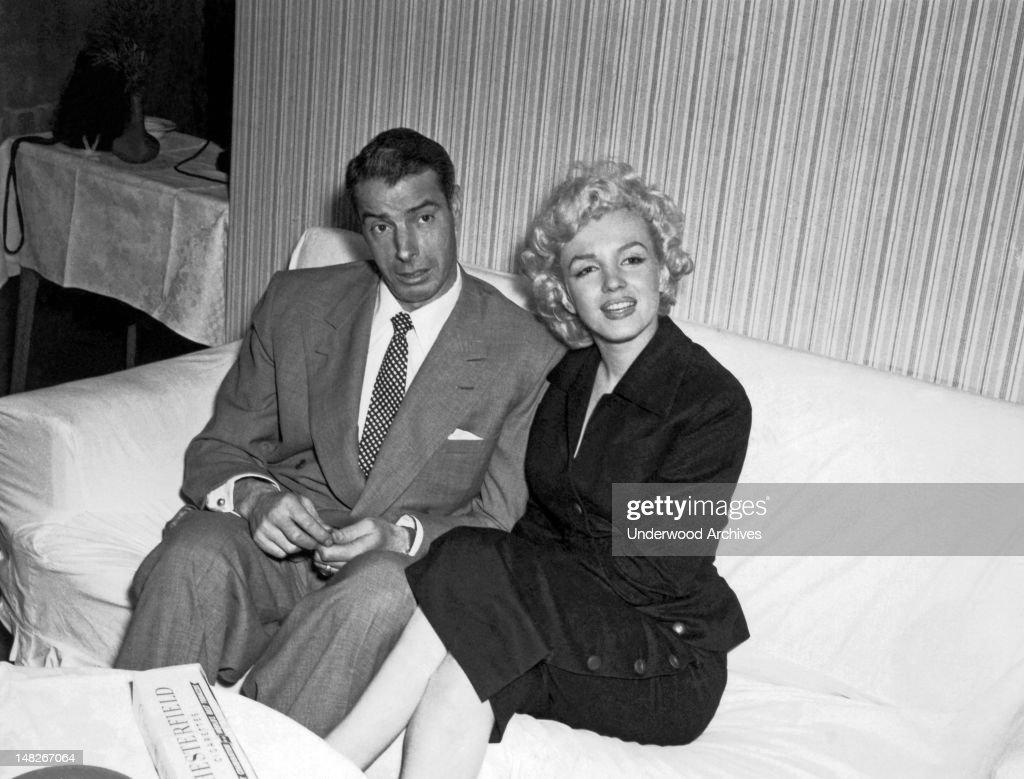 Marilyn Monroe & Joe DiMaggio : News Photo