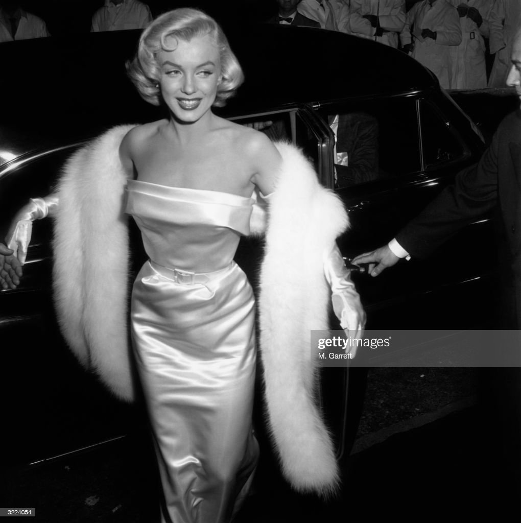 Marilyn Monroe (1926 - 1962) arriving at the premiere of the film 'There's No Business like Show Business'.