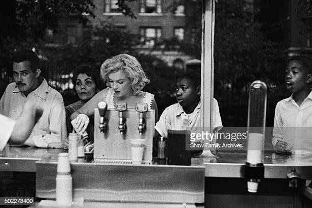 Marilyn Monroe eats a hot dog at a counter in 1957 in New York New York