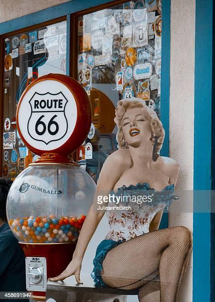 marilyn monroe sur la route 66 - route 66 photos et images de collection
