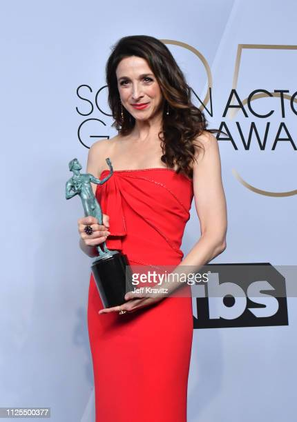 Marin Hinkle poses in the press room with her award during the 25th Annual Screen ActorsGuild Awards at The Shrine Auditorium on January 27 2019 in...