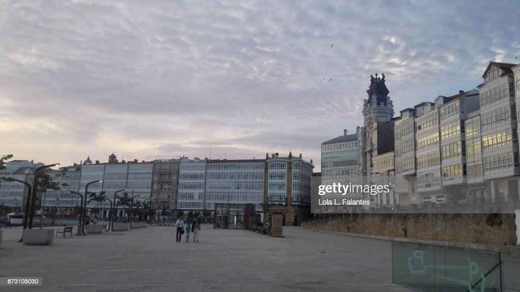 Marina, A Coruña cityscape at sunset : Foto de stock