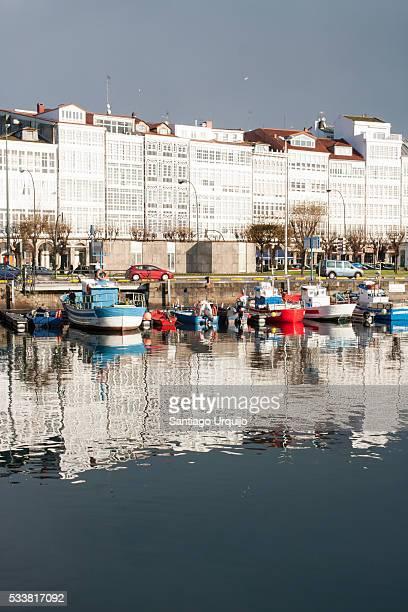 marina and city center of a coruna - provincia de a coruña fotografías e imágenes de stock