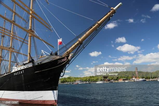 """marina at sailing ship """"passat"""" - travemünde - fotografias e filmes do acervo"""