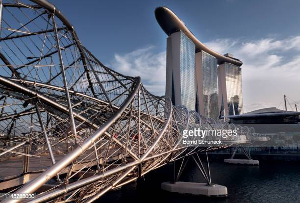marina bay sands & helix bridge - bernd schunack stock pictures, royalty-free photos & images