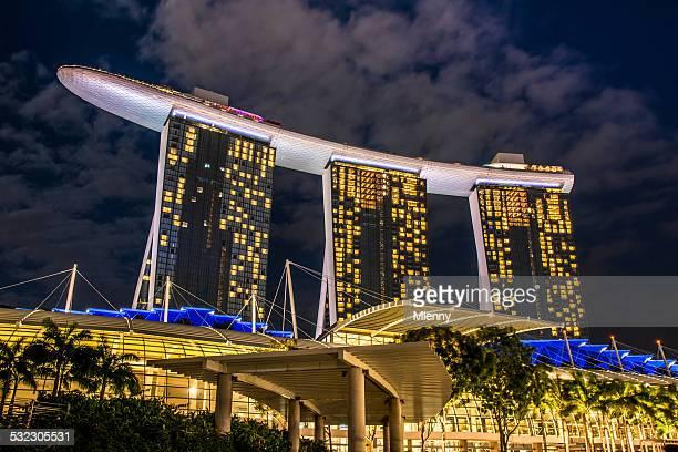 marina bay sands hotel singapur bei nacht - mlenny stock-fotos und bilder