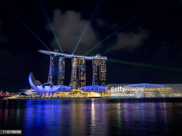 marina bay sands light & water show - bernd schunack stockfoto's en -beelden