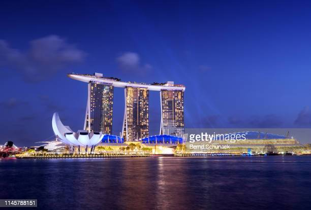 marina bay sands light & water show - bernd schunack stock pictures, royalty-free photos & images