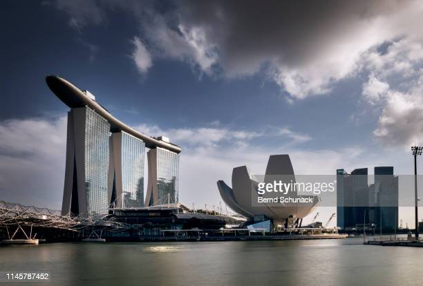 marina bay sands - bernd schunack stock pictures, royalty-free photos & images