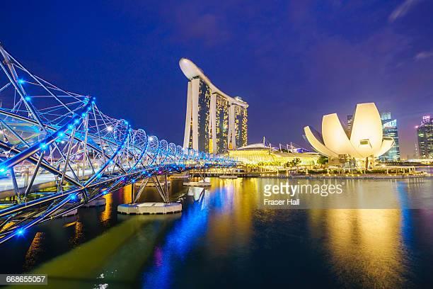 marina bay, singapore by night - marina bay sands - fotografias e filmes do acervo