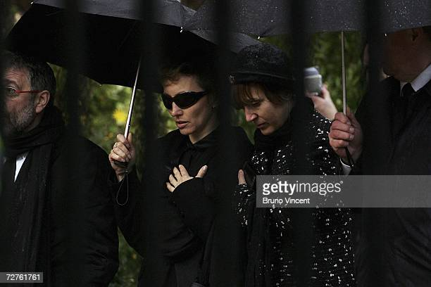 Marina Litvinenko the wife of poisoned former Russian KGB spy Alexander Litvinenko walks through Highgate Cemetery after his funeral on December 7...