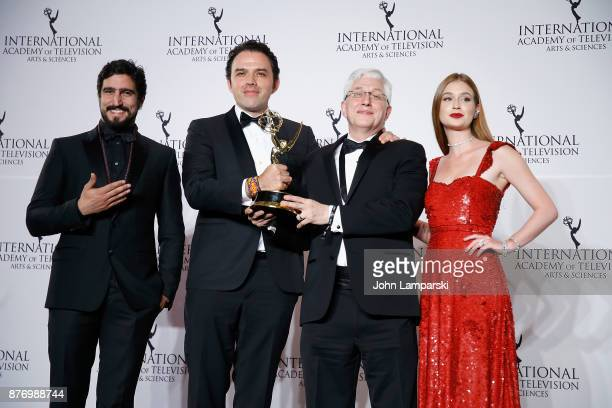 Marina Ruy joins Fernando Rovzar and Roberto Rios pose with an award for Best NonEnglish language US Primetime Program for 'Sr Avila' during 45th...