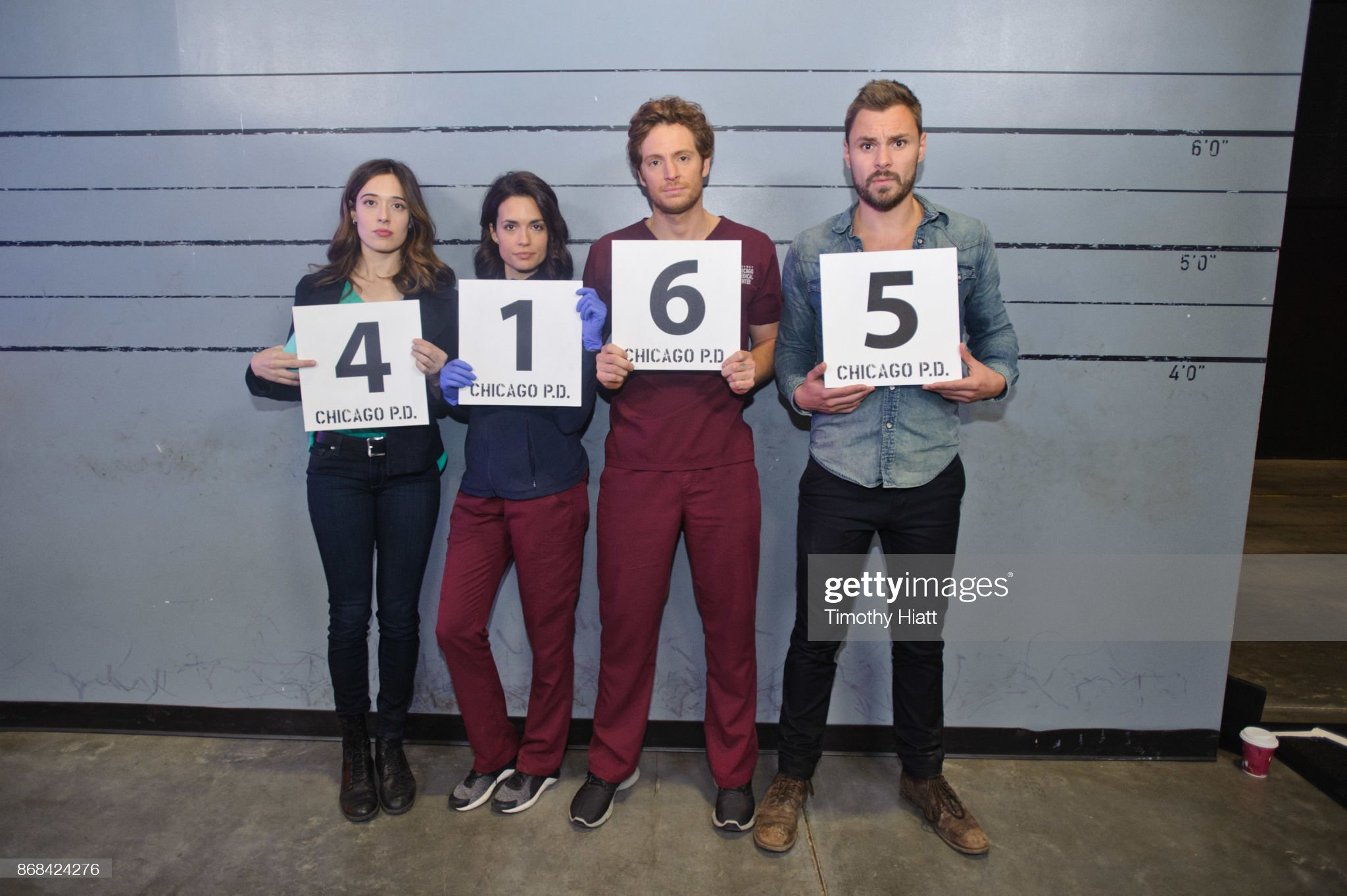 ¿Cuánto mide Torrey DeVitto? - Real height Marina-squerciati-torrey-devitto-nick-gehlfuss-and-patrick-john-take-picture-id868424276?s=2048x2048