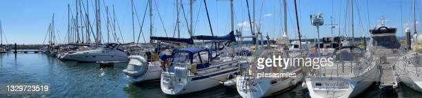 プールハーバーのマリーナビュー、ドーセット、イギリス、イギリス - プール湾 ストックフォトと画像