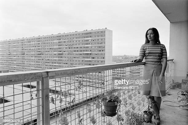 Marina Vlady During The Shooting Of The Movie 'Deux Ou Trois choses Que Je Sais D'Elle' Directed By JeanLuc Godard In Paris France In August 1966