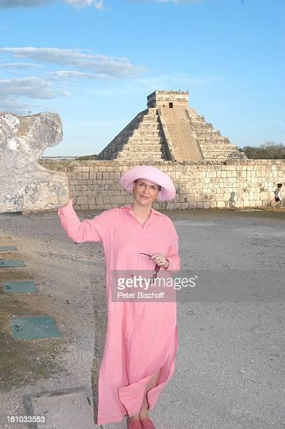 Marina Wolff Urlaub Neben den Dreharbeiten zum ZDFFilm 'Eine Mutter zum Geburtstag' Cancun/Merida/Mexico/Mittelamerika InkaPyramide von ChichenItza
