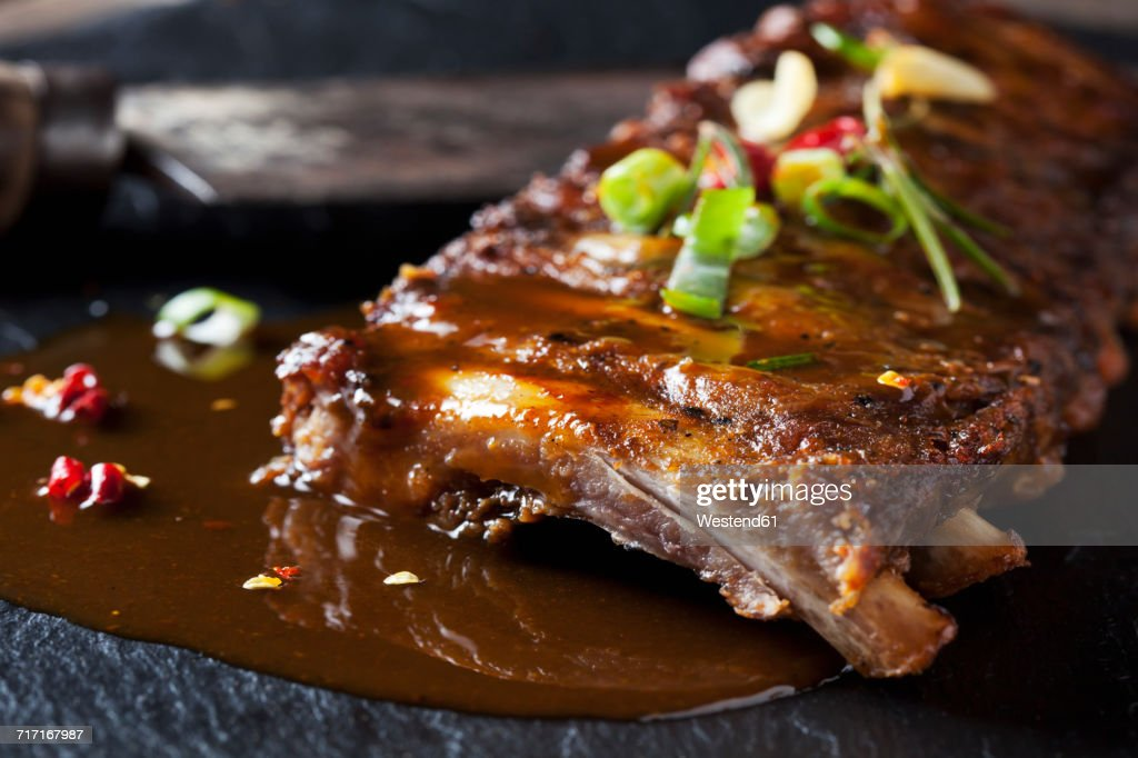Marinated and grilled spare ribs with Barbecue sauce on slate : Stock Photo