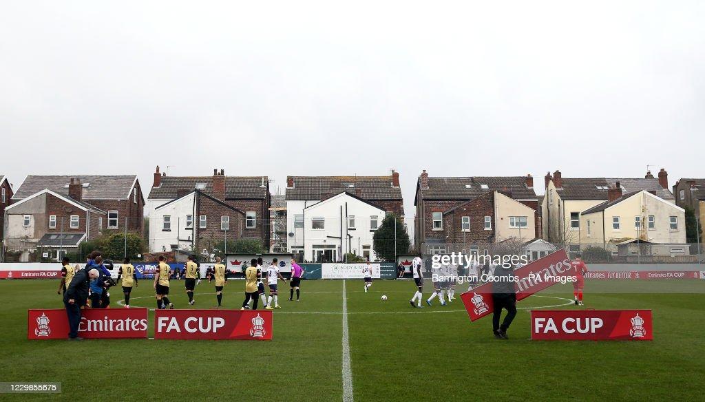 Marine v Havant And Waterlooville - Emirates FA Cup - Second Round - Rossett Park : Foto di attualità