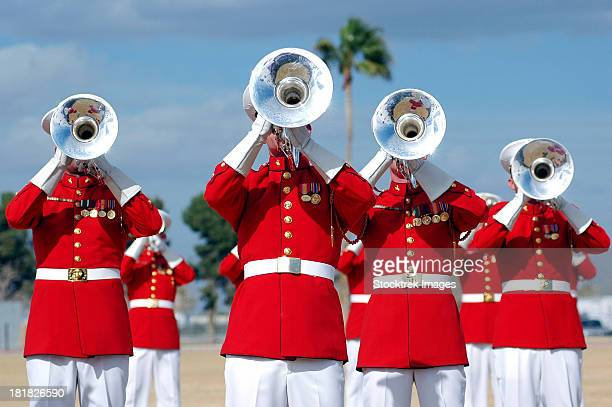 u.s. marine corps drum and bugle corps performing. - marching band stock pictures, royalty-free photos & images