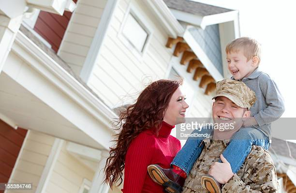 u s marine corps soldier & family outdoor - us marine corps stock pictures, royalty-free photos & images
