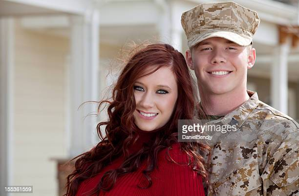 u s marine corps soldier with wife outdoor - military uniform stock pictures, royalty-free photos & images