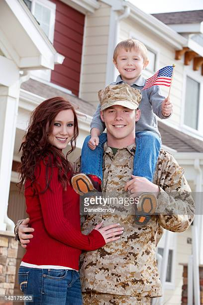 u s marine corps soldier with wife & son outdoor - marine corps flag stock pictures, royalty-free photos & images