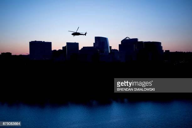Marine helicopter flies past Arlington above the Potomac River November 16 2017 in Washington DC / AFP PHOTO / Brendan Smialowski