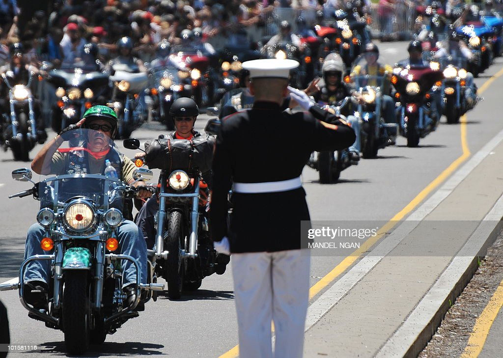 A Marine salutes riders in the Rolling Thunder demonstration as it passes in front of the Lincoln Memorial on May 30, 2010 in Washington. The Memorial Day weekend event is to draw attention to the issue of prisoners of war and those who are missing in action. AFP PHOTO/Mandel NGAN