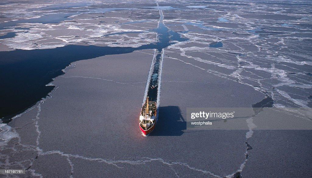 地震の北極海 : ストックフォト