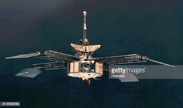 Mariner 4 an interplanetary space probe that was launched in November of 1964 It flew by Mars on July 14 revealing a cratered surface from about 6000...