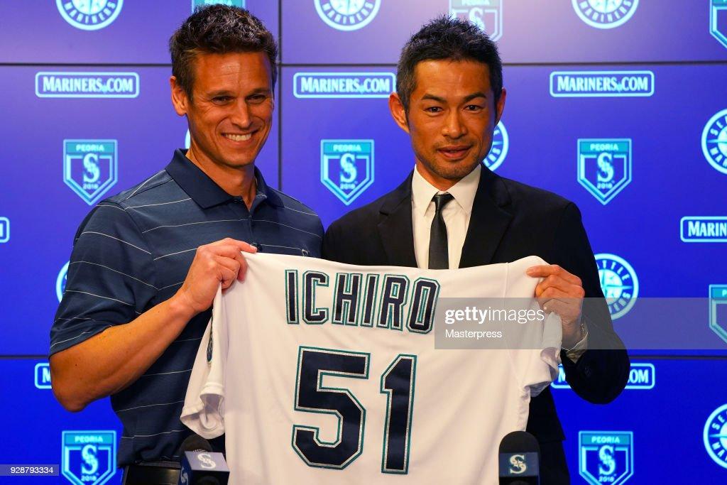 Seattle Mariners Introduces New Player Ichiro Suzuki : ニュース写真