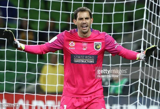 Mariners goalkeper Ben Kennedy gestures during the round four ALeague match between the Melbourne Victory and the Central Coast Mariners at AAMI Park...