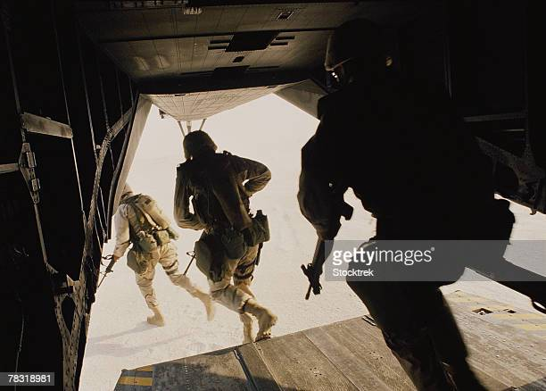 u.s. marines disembarking from military aircraft - technology trade war stock pictures, royalty-free photos & images